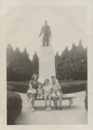 Family visiting the Huey Long Statue at the Louisiana State Capitol