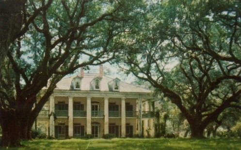 Oak Alley Plantation along the Mississippi River between New Orleans and Baton Rouge ... a top tourist attraction in South Louisiana!