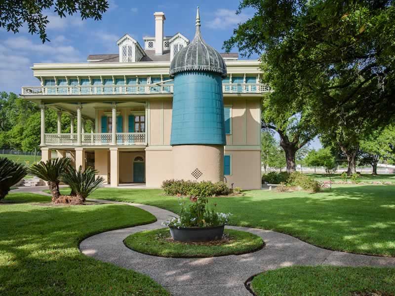 San Francisco Plantation on the Mississippi River between Baton Rouge and New Orleans, Louisiana